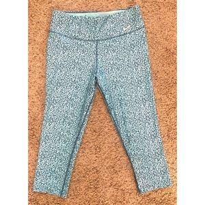 Nike Dri Fit size medium turquoise pattern Capris